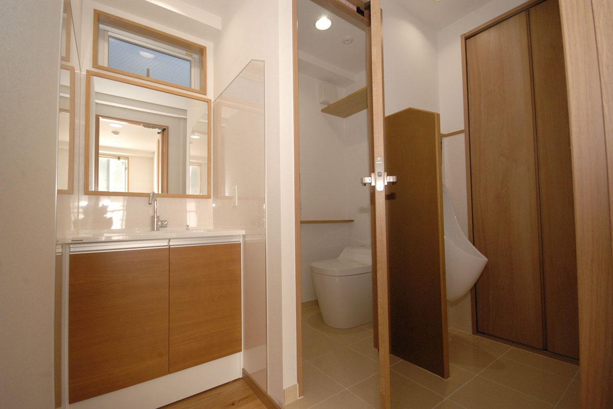 男性用洗面、トイレ